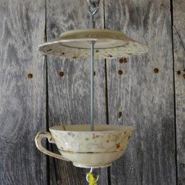 Mangeoire motifs liberty, petites fleurs, pour oiseaux au jardin