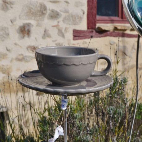 Mangeoire taupe tasse et soucoupe recyclées
