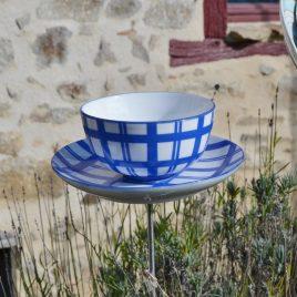 Abreuvoir à planter en vaisselle recyclée