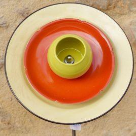 Fleur en vaisselle recyclée pour jardinière, jaune, orange et verte