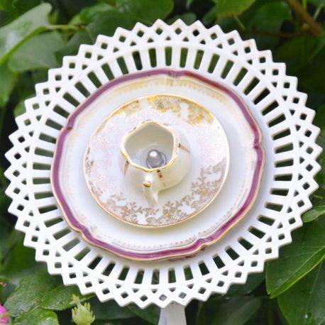 Fleur décorative en vaisselle recyclée, pour massifs