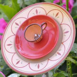 Fleur orange vaisselle recyclée