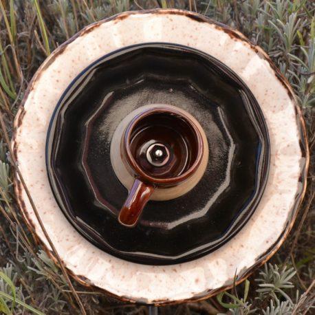 Fleur pour jardinière en vaisselle recyclée marron et noire