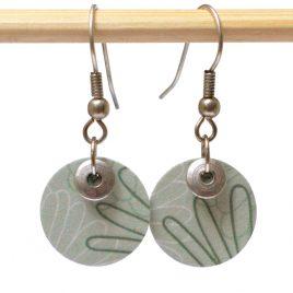 Boucles d'oreille pétales vertes, perle en métal