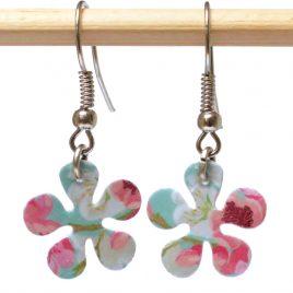 Boucles oreille en forme de fleur motifs fleuris turquoise et rose