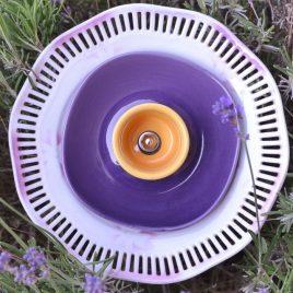 Fleur jardinière violette ajourée