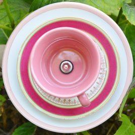 Fleur tasse rose pour pot ou parterre en vaisselle recyclée