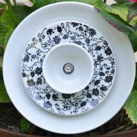 Fleur en vaisselle recyclée noir et blanche fleurie