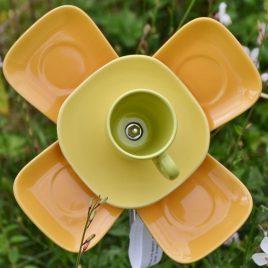 Fleur en vaiselle pour décoration de jardin