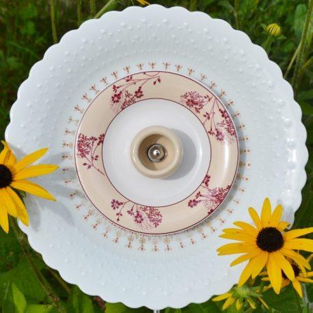 Fleur pour massif, décoration de jardin, vaisselle recyclée