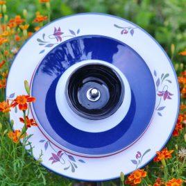 Fleur jardinière fleurie bleue