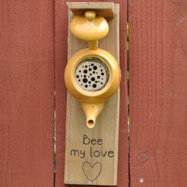 Hôtel à insectes jaune. Bee my love !